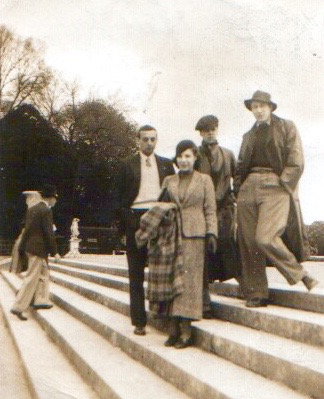 Young adults visiting Paris in the 1930s: hardly a more peaceful time to come? (Source: family history album)